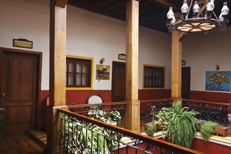 Холл на втором этаже отел