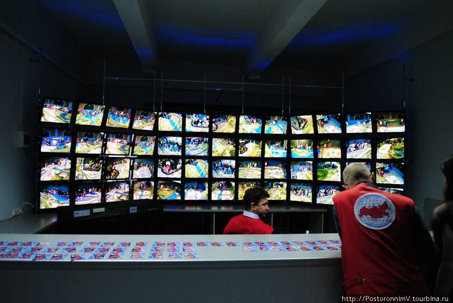 За вашим пребыванием в зале будут бдительно наблюдать не только молодые ребята в зале, но и зоркие камеры!