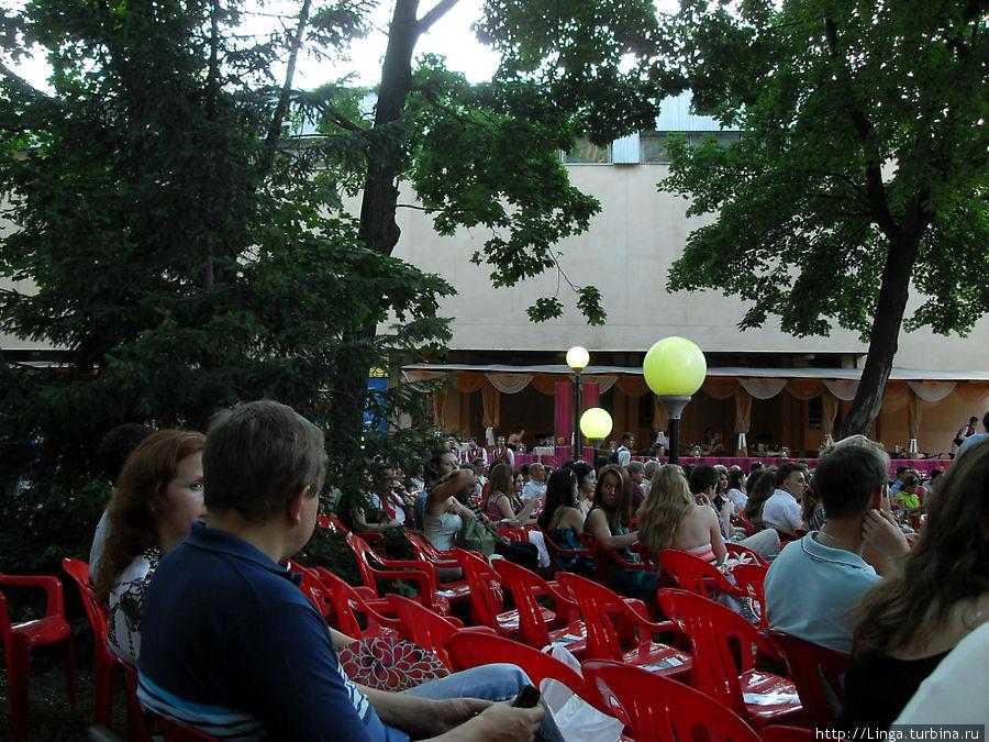 Джазовые концерты проходят летом по четвергам в парке усадьбы Сандецкого