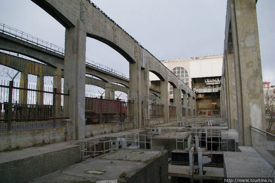 Водосливная плотина Рыбинской ГЭС сегодня
