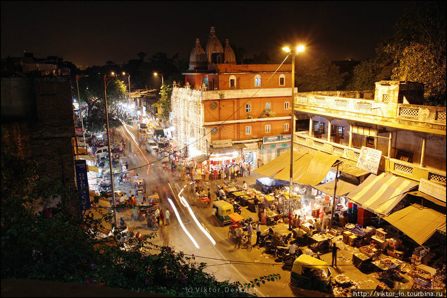 Вид на улицу Мейн Базар (окрестности ст. Нью-Дели).
