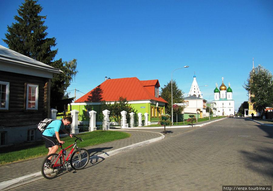 ул. Лазарева и Успенский кафедральный собор