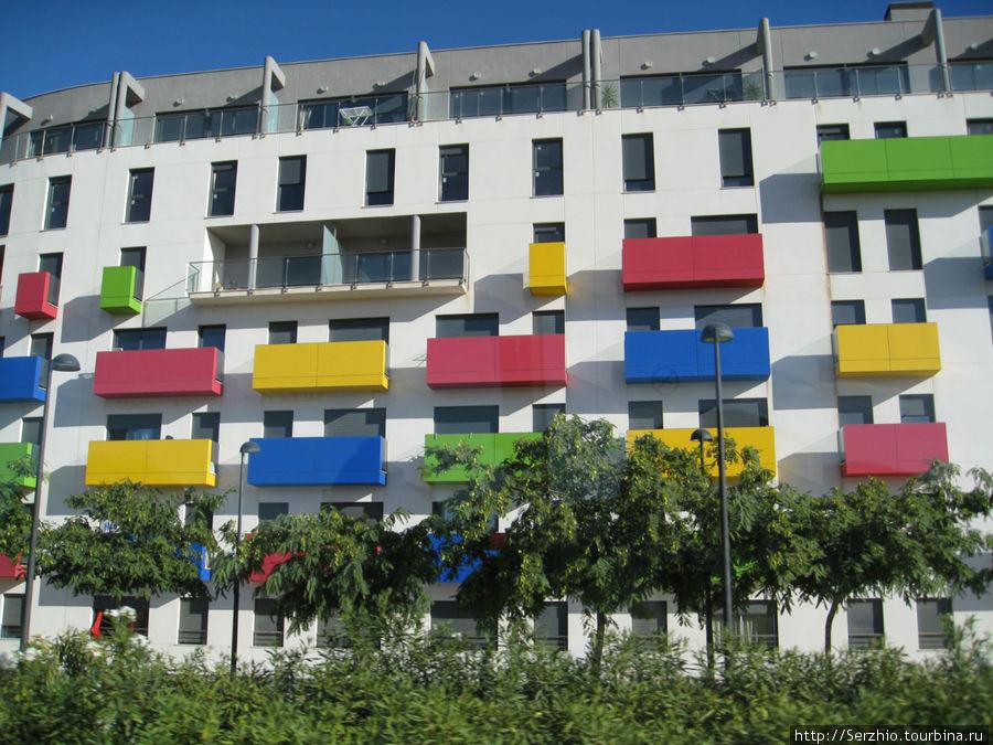 Вот такой разноцветный дом