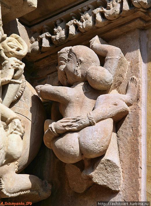 Эротические скульптуры индуистских храмов принимаю