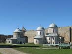 Храмовый комплекс внутри крепости — Успенский собор и Никольская церковь