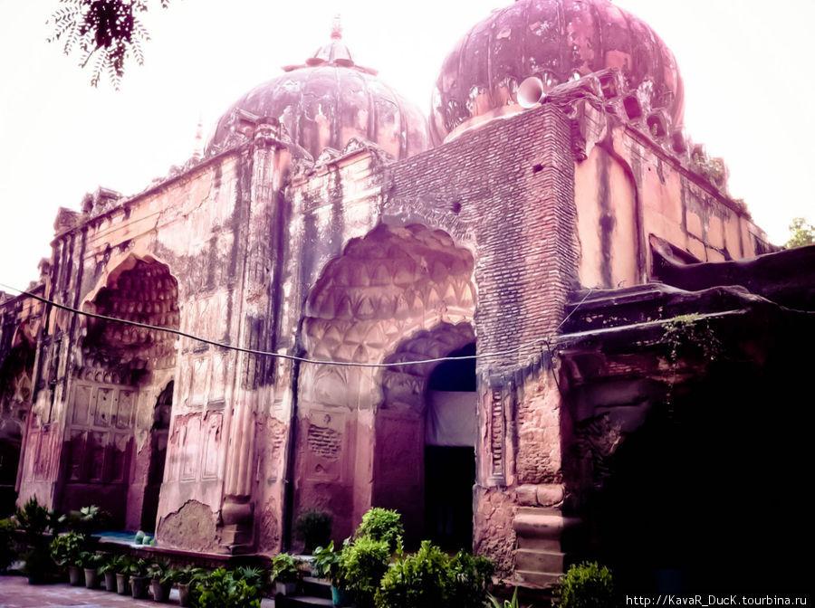 Реставрируемый храм