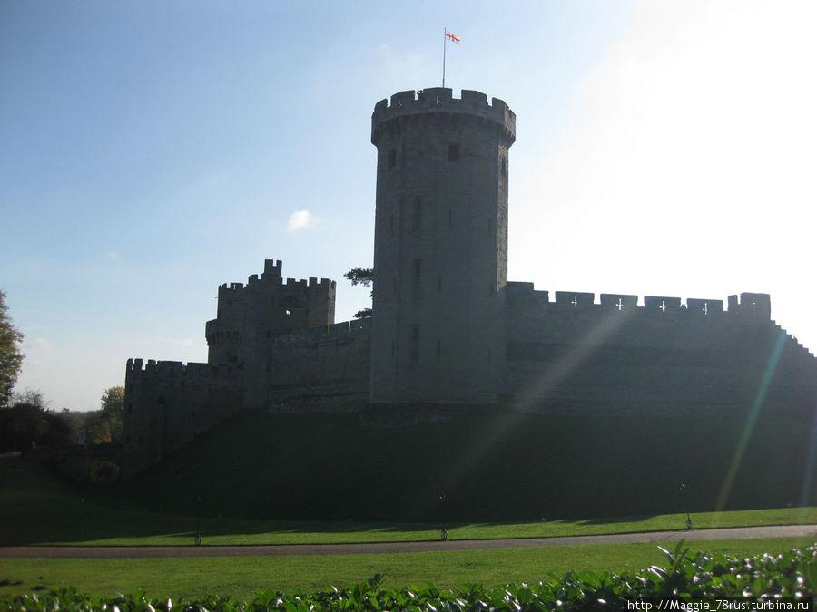 Замок Уорик в лучах ноябрьского солнца