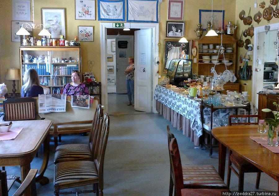 Буфет в первом зале кафе