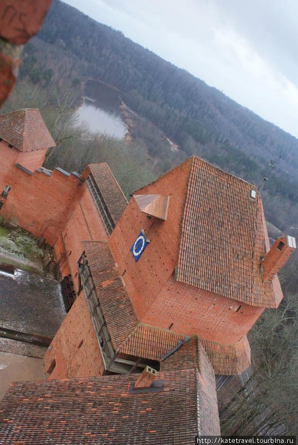 Турайдский замок Вид с Главной башни, на которой в настоящее время размещается смотровая площадка