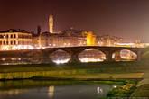 У города большая история: Флоренция XIII—XVII веков внесла грандиозный вклад в развитие европейской и мировой цивилизации. Город дал миру таких гигантов, как Леонардо да Винчи, Микеланджело, Данте и Галилей. Местный диалект лёг в основу литературного итальянского языка, флорентийская монета стала эталоном для всей Европы, флорентийские художники разработали законы перспективы, флорентийские мыслители положили начало эпохе Возрождения, а флорентийский мореплаватель дал своё имя двум континентам.