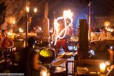 Огненное шоу под барабаны.