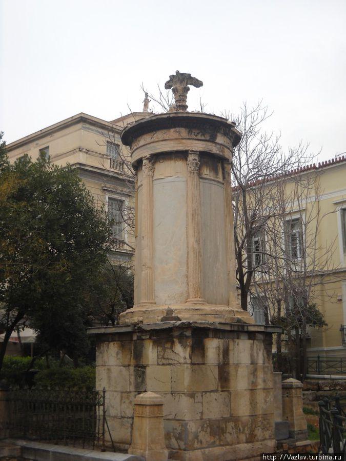 Памятник во плоти