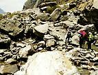 Следом за полосой лавин начиналась полоса камнепада...