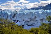 И еще — сочетание цветов. Голубое небо, бело-синий лед и зеленые листья покрывающих полуостров Магеллана деревьев..