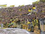 Стадион Сентенарио вмещает 80 000 человек. На матчах Насьоналя и Пеньяроля он всегда полон.