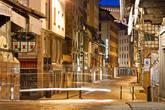 В историческом центе все улицы узкие, некоторые из них закрыты для движения автомобилей.