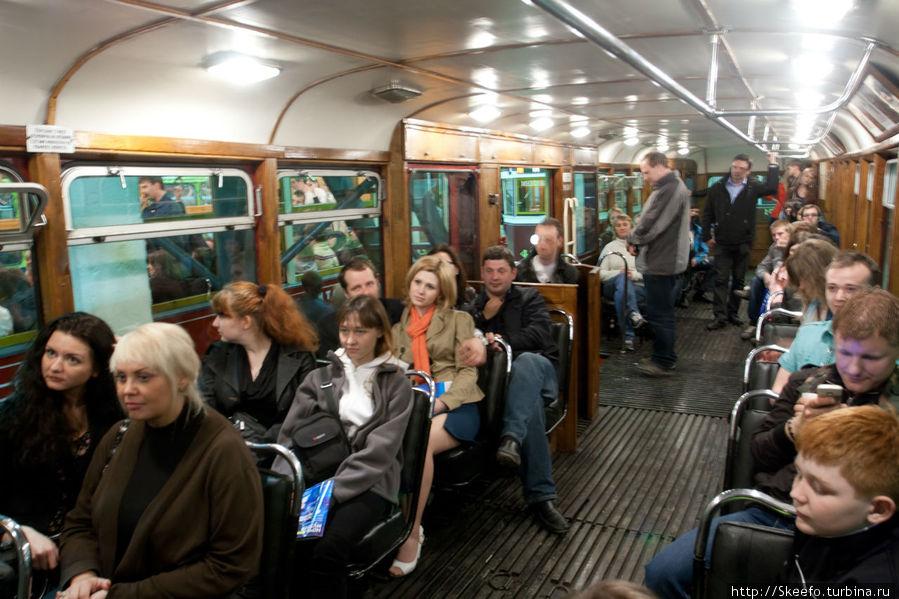 В послевоенных трамваях было комфортнее, на мой взгляд, чем в современных. В частности сиденья были не просто мягкими, а очень мягкими.