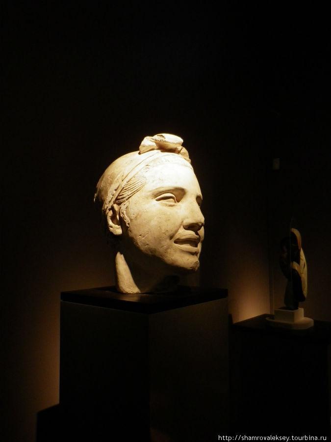 Голова скульптуры