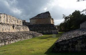 площадка для игры в мяч, сзади Gemelas (сдвоенное) здание