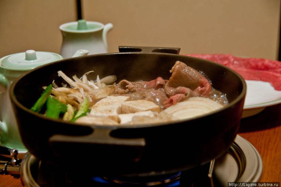 Главное блюдо — сукияки по-кансайски