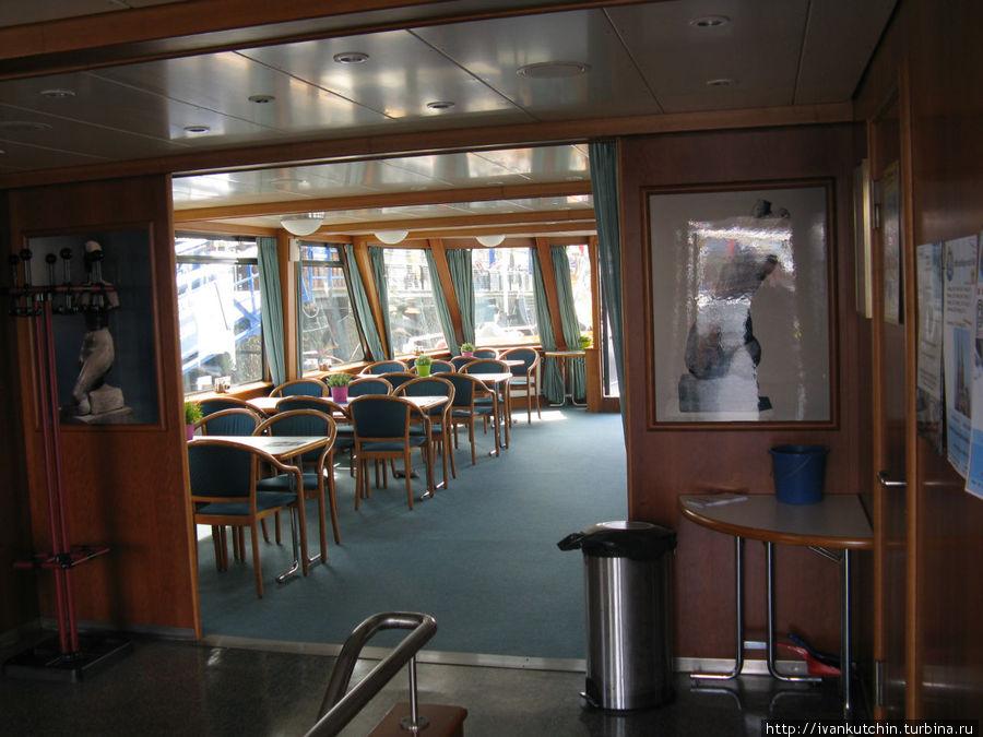 Или во внутренних помещения судна
