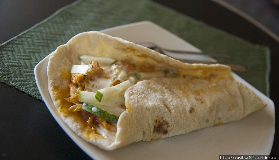 Chicken fajita — мексиканское блюдо, шаурма с курицей, по-нашему. Вкусная!