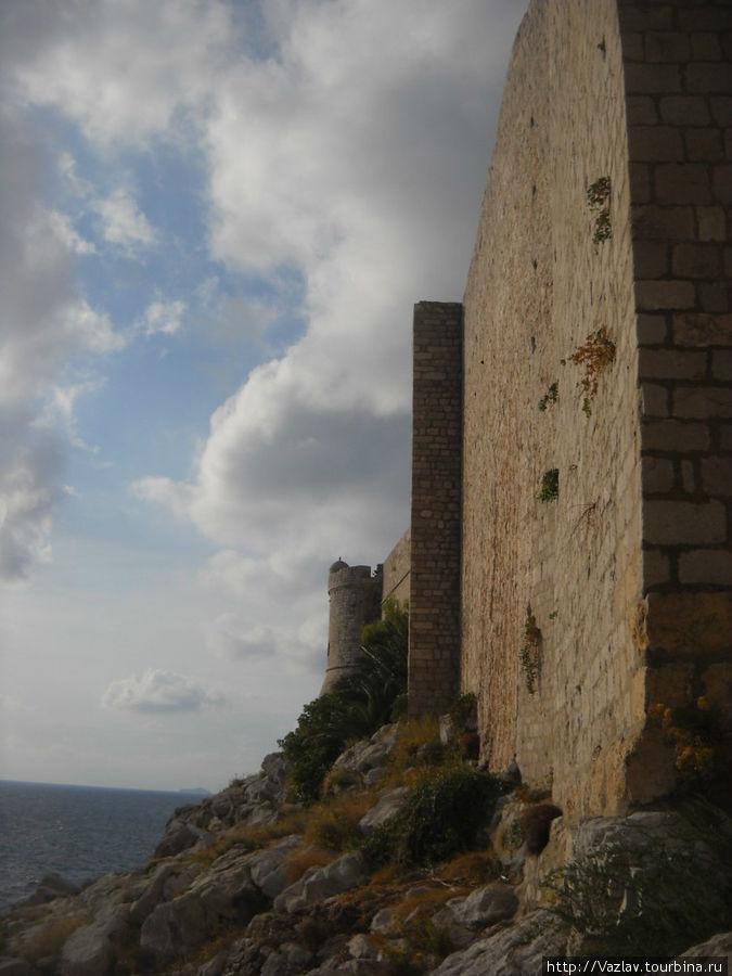 Стены со стороны моря