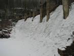 Снежная наледь плотины