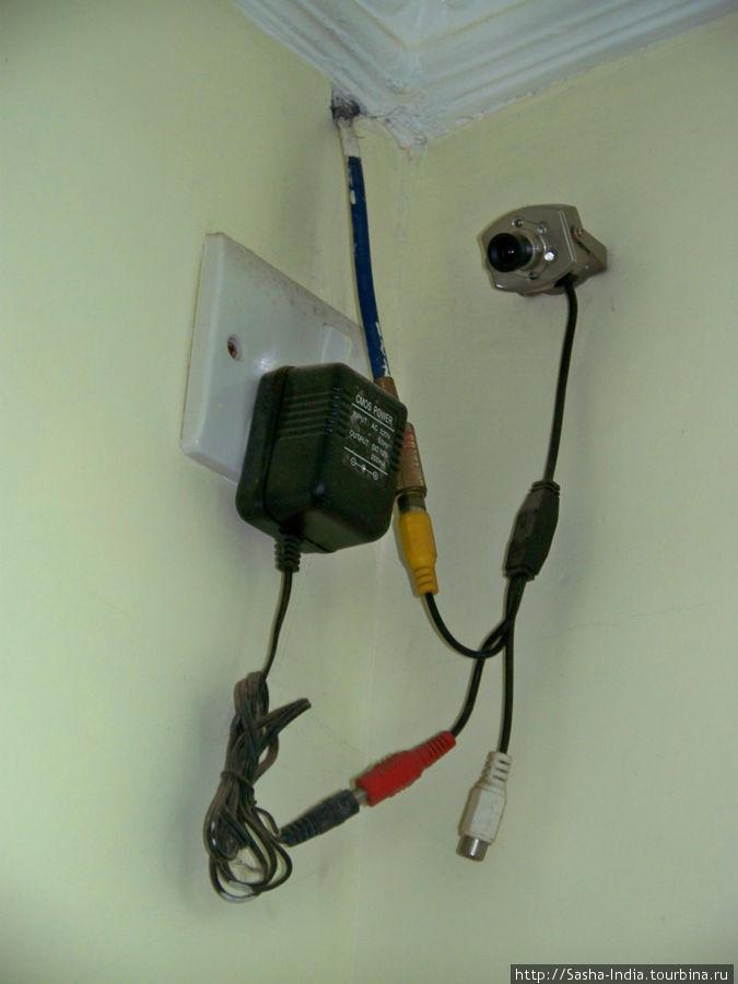 В коридорах гостиницы установлены видео-камеры