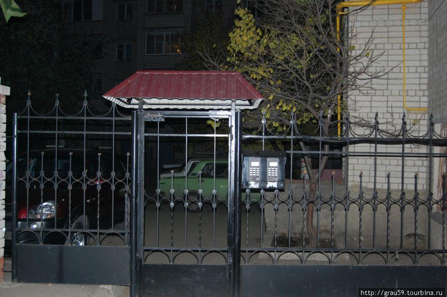 Железные ворота ,через которые надо пройти