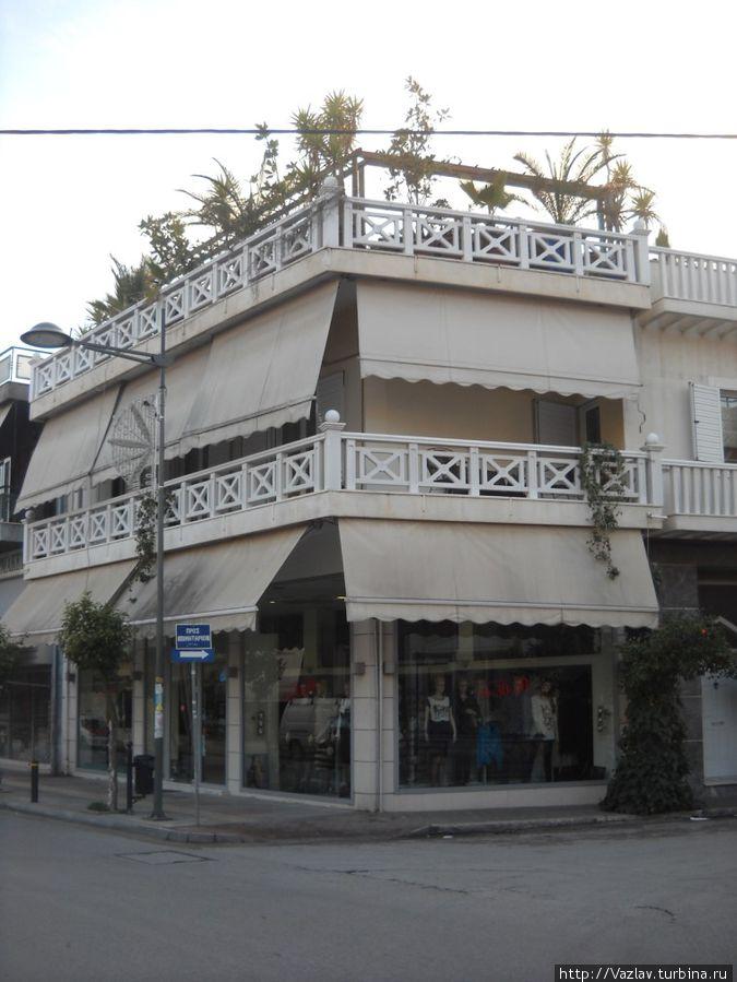 Дом углом Элефсис, Греция