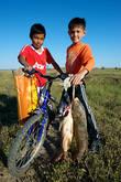 В середине мая на Урале «пошел сазан». Нам показалось, что все население прибрежных поселков и города Атырау в эти дни было занято промыслом