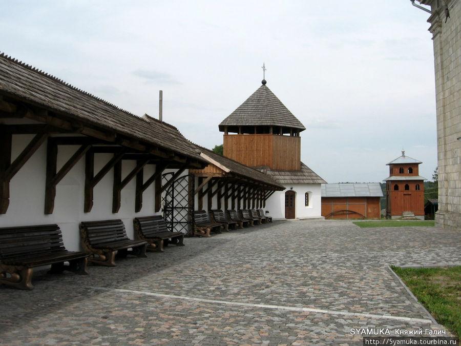большой церковный двор