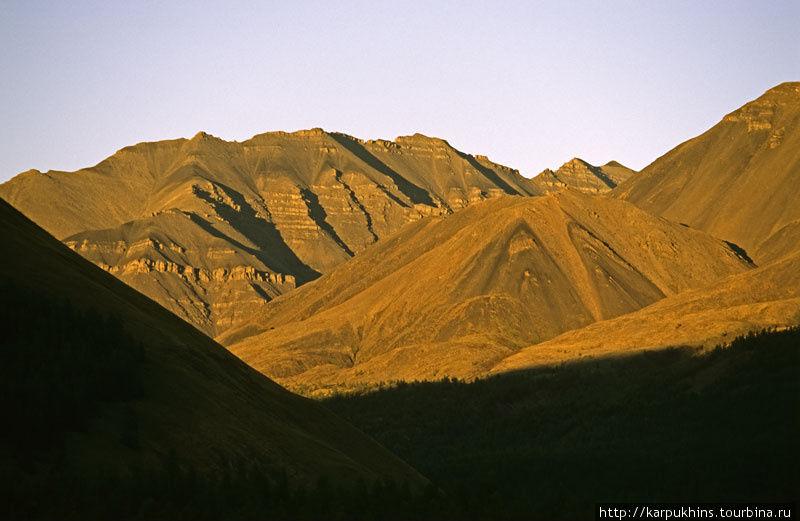 Долина Нейдагычана в вечернем свете.