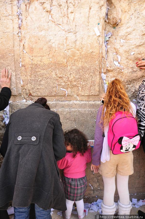 У Западной стены (стена Плача): на светском календаре — XXI век.