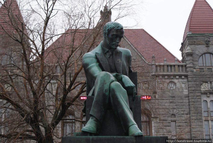 Памятник финскому писател