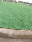 и трава искусственная кое-где положена