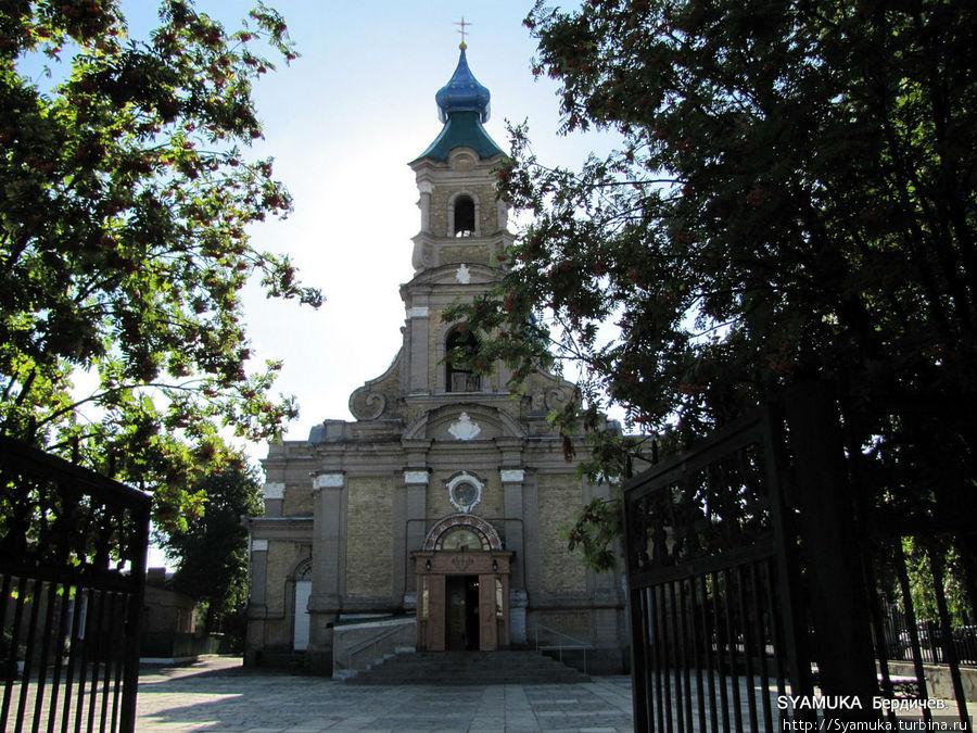 Колокольня Св. Никольского собора.