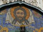 Мозаика на фасаде Троицкого собора