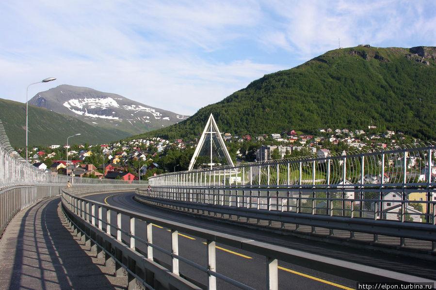 Вид с моста Tromsøbrua через Balsfjord