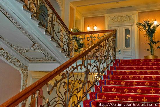 Парадная лестница (http://www.national.ru/ru/gallery)