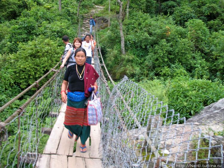 После пешеходного моста ч