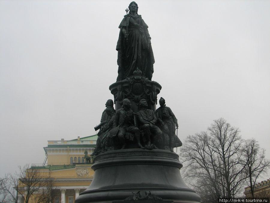 Памятник Екатерины 2 в Екатерининском сквере