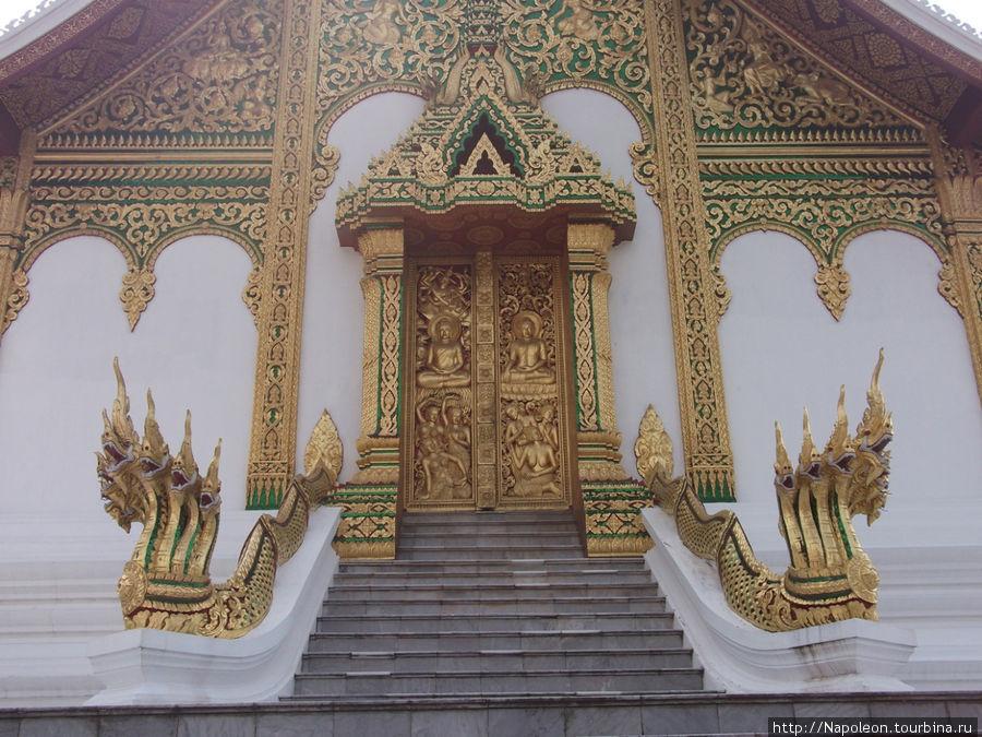 королевский дворец. Главные врата
