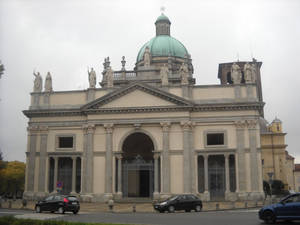 Парадный фасад собора
