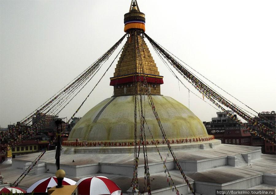 Это — ступа Баданатх, самая большая в Непале.