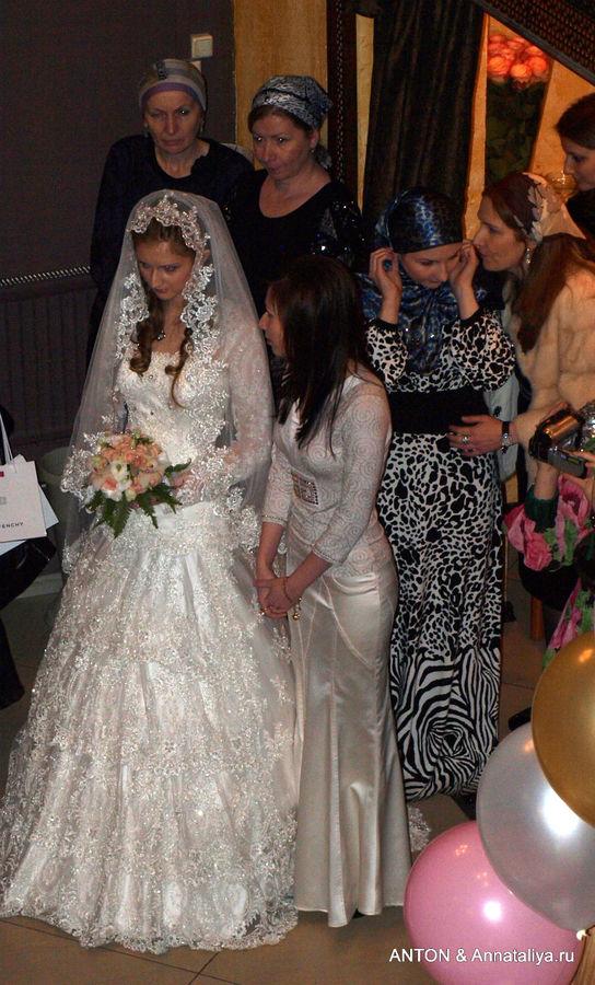 Невеста в своем углу.