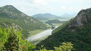 Эта река несёт свои воды в Скадарское озеро.