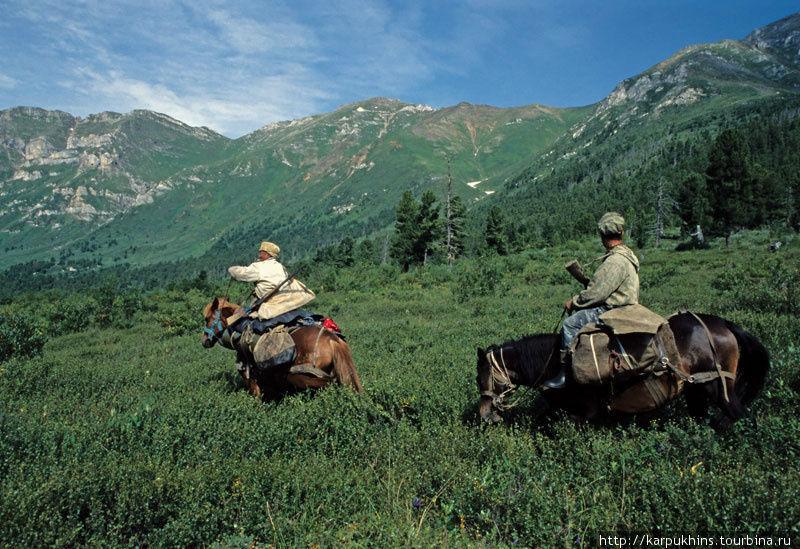 Наш караван на перевале Гутара — Малый Сигач.