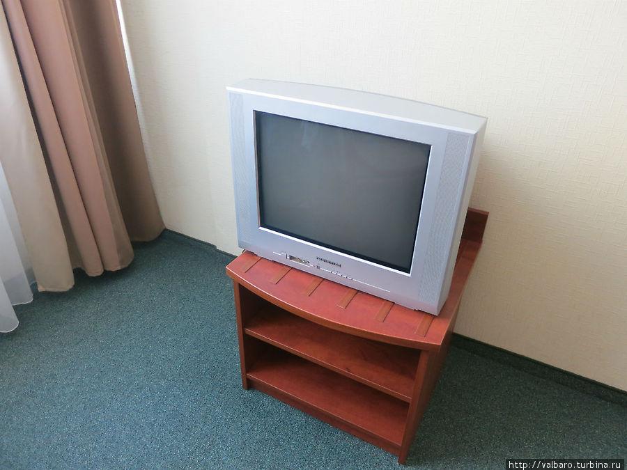 Телевизор. Российских каналов нет.